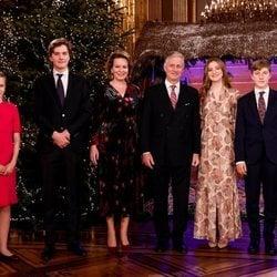 Felipe y Matilde de Bélgica con sus hijos Isabel, Gabriel, Emmanuel y Leonor de Bélgica en el concierto de Navidad 2020