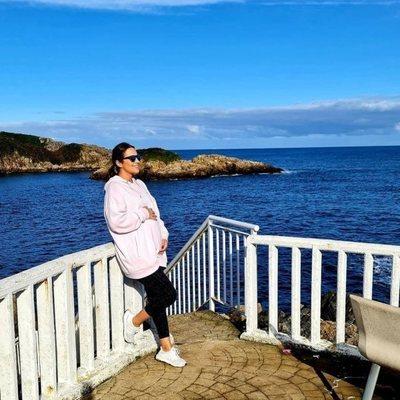Paula Echevarría presumiendo de embarazo frente al mar