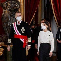 Los Reyes Felipe y Letizia llegando al Palacio Real en la Pascua Militar 2021