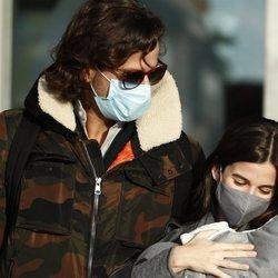 Feliciano López y Sandra gago salen del hospital con su hijo