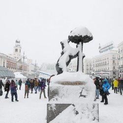 El Oso y el Madroño cubierto de nieve tras la gran nevada de Madrid 2021 provocada por Filomena
