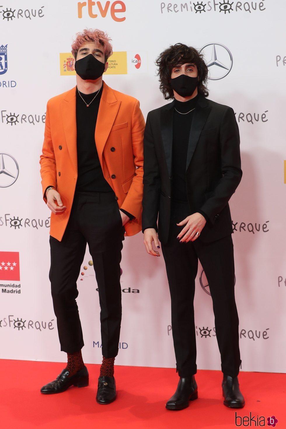 Javier Calvo y Javier Ambrossi en la alfombra roja de los Premios José María Forqué 2021