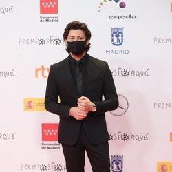 Álvaro Morte en la alfombra roja de los Premios José María Forqué 2021