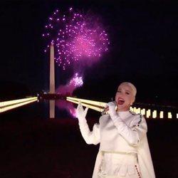 Katy Perry, cantando entre fuegos artificiales en la toma de posesión de Joe Biden