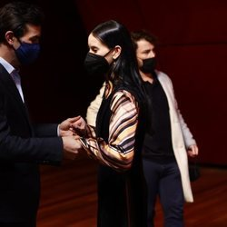 Mario Casas y Milena Smit muy cómplices en los Premios Días de Cine 2021