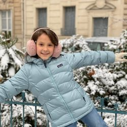 Athena de Dinamarca, muy sonriente en la nieve por su noveno cumpleaños
