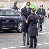El Rey Felipe da el pésame a Emiliano García-Page por la muerte de su madre