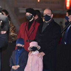Alberto y Charlene de Mónaco y sus hijos Jacques y Gabriella de Mónaco en Santa Devota 2021