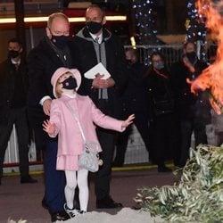 Alberto de Mónaco y su hija Gabriella de Mónaco en Santa Devota 2021