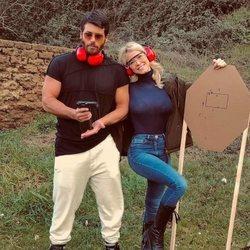 Can Yaman con Diletta Leotta en un campo de tiro