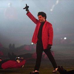 The Weeknd en su actuación durante la Super Bowl 2021