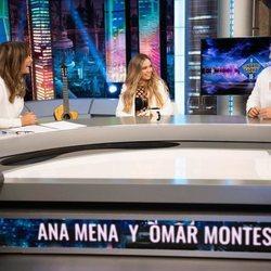 Nuria Roca entrevistando a Ana Mena y Omar Montes en 'El Hormiguero'