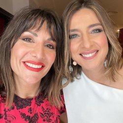 Sandra Barneda y Nagore Robles sonrientes en la Nochevieja de 2020