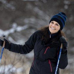 La felicidad de la Princesa Victoria de Suecia en un posado en la nieve