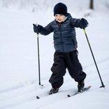 El Príncipe Oscar de Suecia esquiando