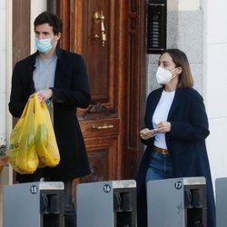 Tamara Falcó e Íñigo Onieva tras hacer juntos unas compras