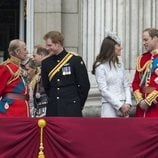El Duque de Edimburgo y el Príncipe Harry junto al Príncipe Guillermo y Kate Middleton en Trooping the Colour 2014