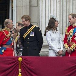El Duque de Edimburgo y el Príncipe Harry junto al Príncipe Guillermo y Kate Middleton en Trooping the Colour 2014