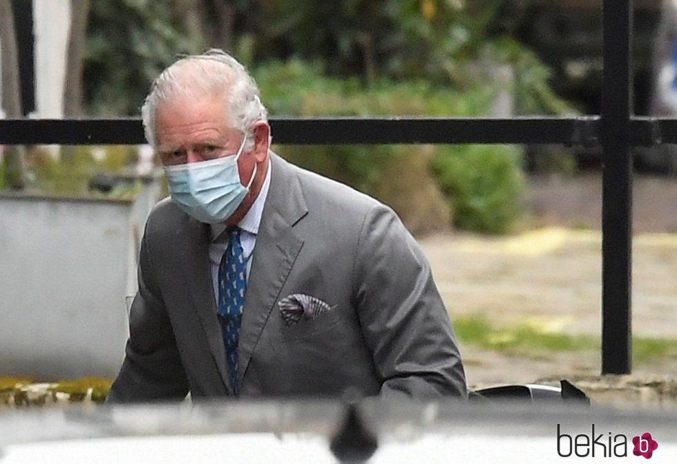 El Príncipe Carlos visita al Duque de Edimburgo en el hospital