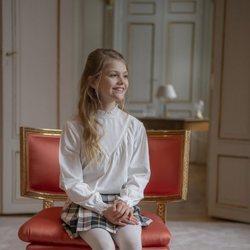 Estela de Suecia en una silla en su 9 cumpleaños