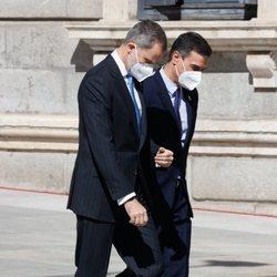 El Rey Felipe y Pedro Sánchez caminando juntos en el acto del 40 aniversario del 23F