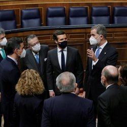 El Rey Felipe habla con representantes de los poderes del Estado y los padres de la Constitución en el 40 aniversario del 23F