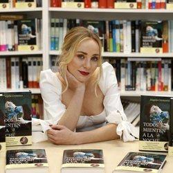 Ángela Cremonte presenta su libro 'Todos mienten a la noche'