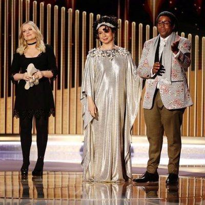 Amy Poehler, Maya Rudolph y Kenan Thompson en los Globos de Oro 2021
