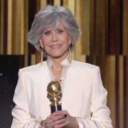 Jane Fonda con su premio Cecil B. DeMille en los Globos de Oro 2021