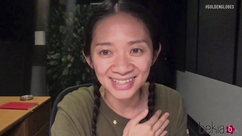 Chloe Zhao en los Globos de Oro 2021