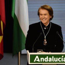 Raphael se convierte en Hijo Predilecto en la entrega de Medallas de Andalucía 2021