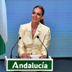 Eva González, con lágrimas en los ojos en la entrega de las Medallas de Andalucía 2021