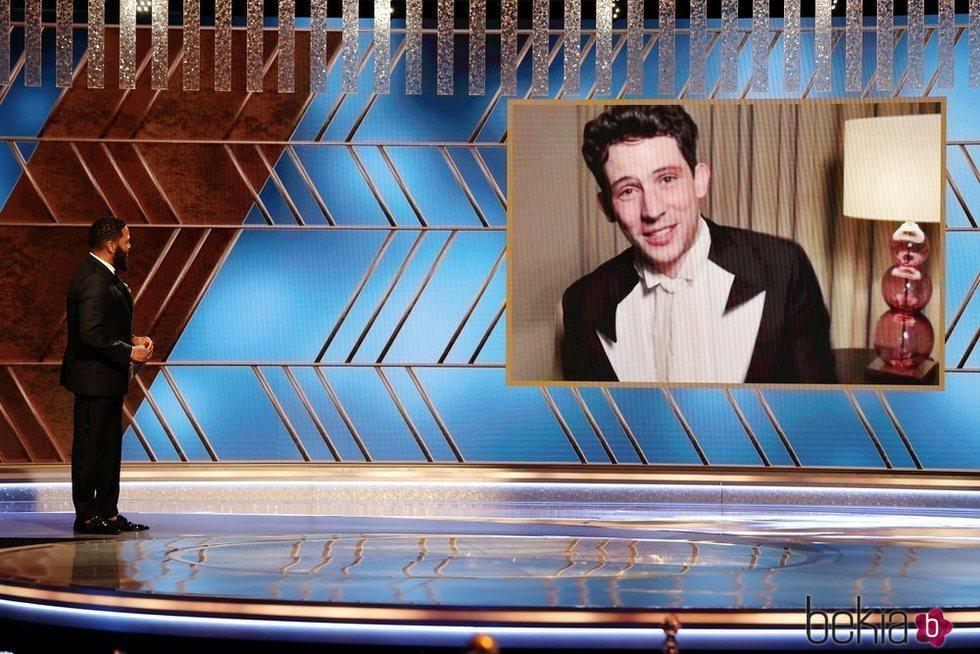 Josh O'Connor en los Globos de Oro 2021