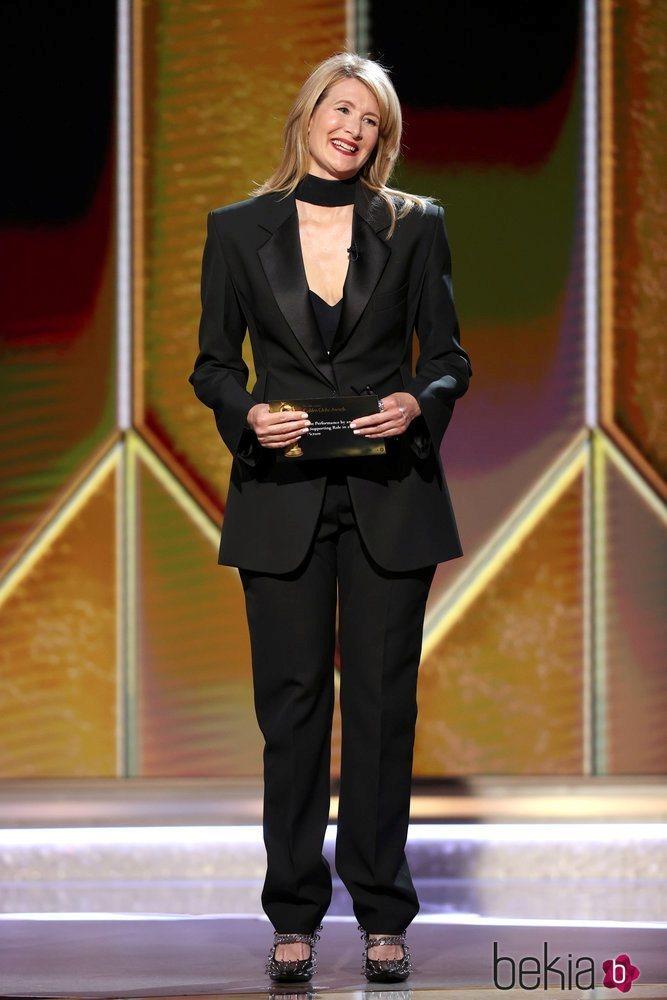 Laura Dern en los Globos de Oro 2021