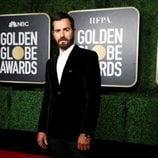 Justin Theroux en la alfombra roja de los Globos de Oro 2021