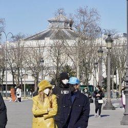 Hailey y Justin Bieber paseando juntos por París