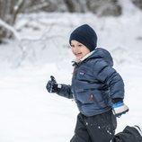 Oscar de Suecia se divierte en la nieve