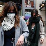Isabel Jiménez y Sara Carbonero a la salida de un restaurante