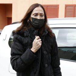 María Barranco llegando al tanatorio a dar el último adiós a Quique San Francisco