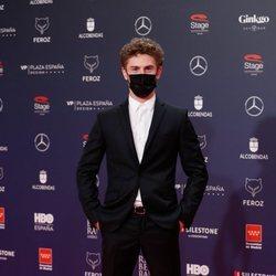 Patrick Criado en la alfombra roja de los Premios Feroz 2021