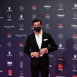 Mario Casas en la alfombra roja de los Premios Feroz 2021
