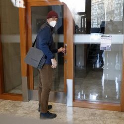 Iñaki Urdangarin en la puerta de Imaz & Asociados en su primer día de trabajo presencial