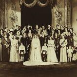 Foto familiar en la boda de la Reina Isabel y el Duque de Edimburgo