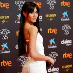 Aitana Ocaña posa en la alfombra roja de los Goya 2021