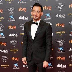 Alejandro Amenábar en la alfombra roja de los Goya 2021