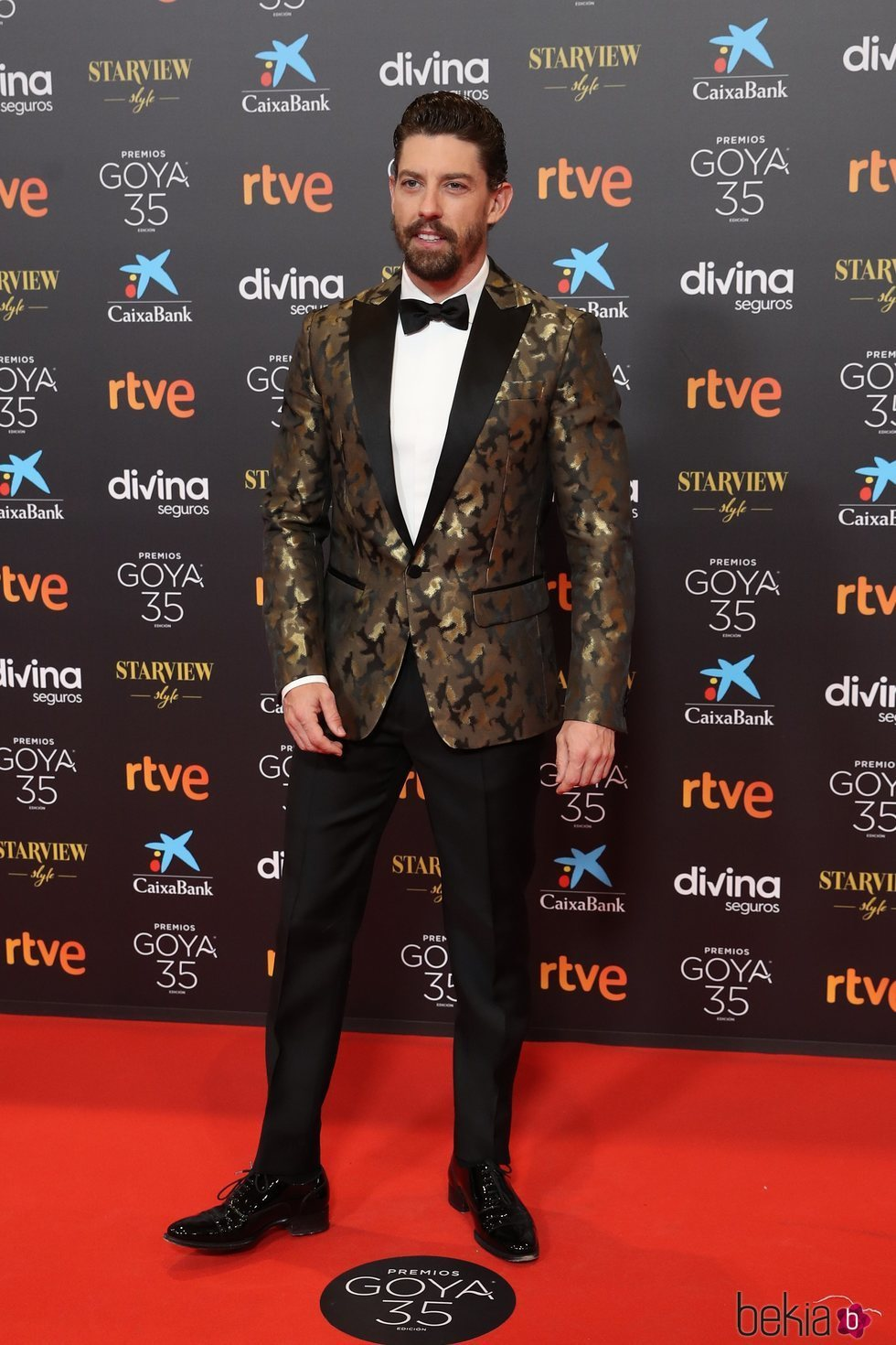 Adrián Lastra en la alfombra roja de los Goya 2021