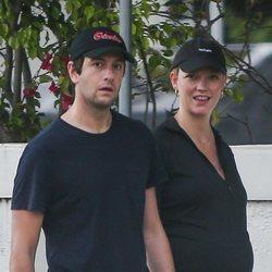 Karlie Kloss en la recta final de su embarazo junto a Joshua Kushner