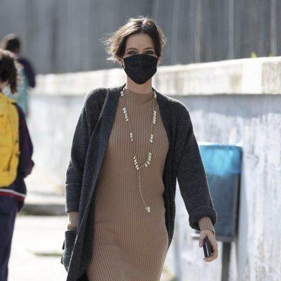 Sara Carbonero regresa a su casa después de llevar a sus hijos al colegio