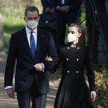 Los Reyes Felipe y Letizia en los Jardines del Palacio Real en el Acto de Reconocimiento y Memoria a todas las Víctimas del Terrorismo en Madrid