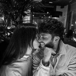 Rodri Fuertes y Adara Molinero besándose